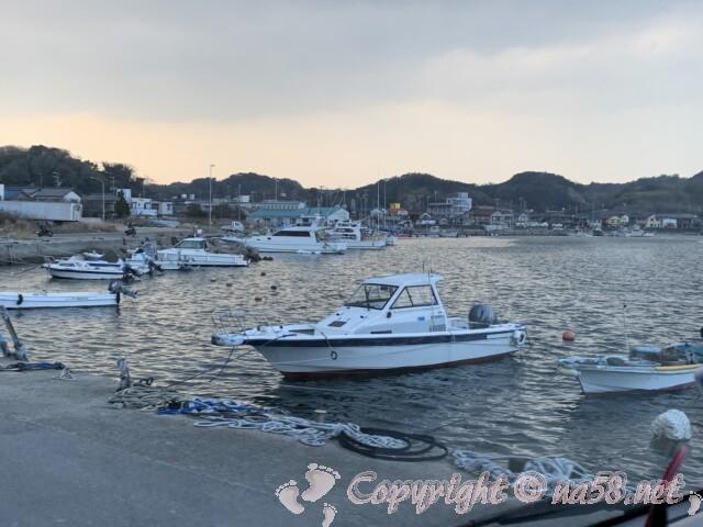 大井漁港(愛知県南知多町)を駐車場から見たところ
