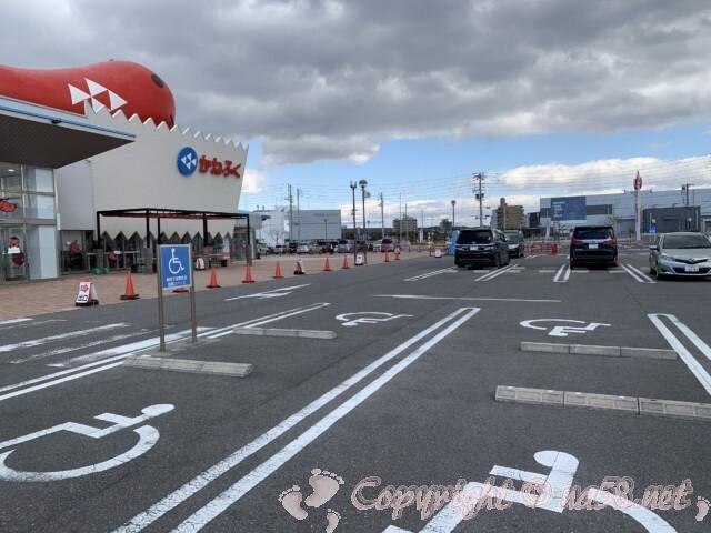 「めんたいパークとこなめ」愛知県常滑市 平面駐車場