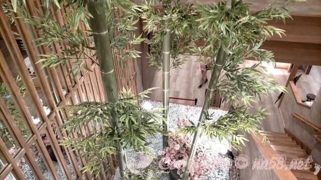 喜多の湯(庄内温泉)階段の回遊スペースの植え込み