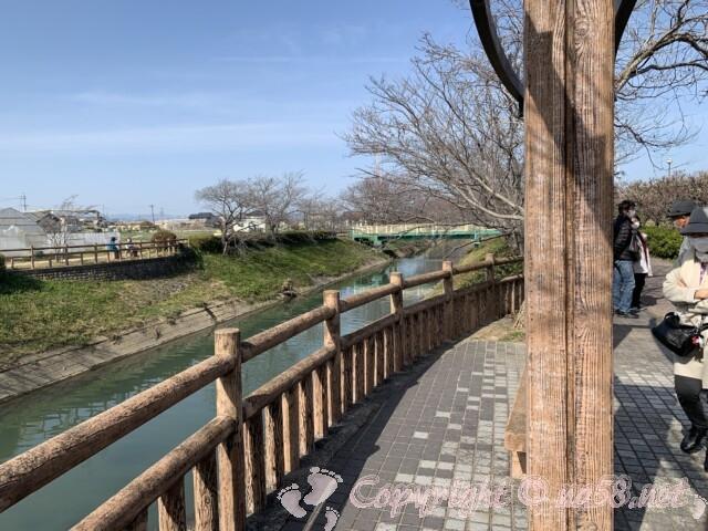 安八百梅園の西にある中須川と散策路