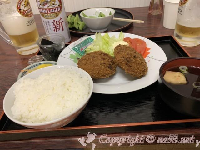 池田温泉本館 上田屋さんで メンチカツ定食