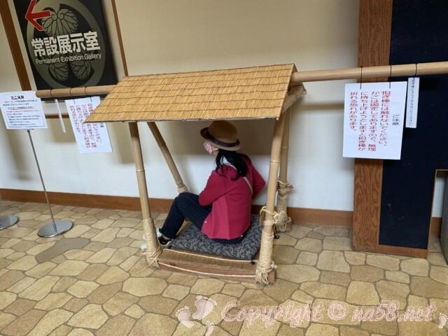 岡崎公園内 三河武士のやかた家康館 体験コーナー かごに乗る