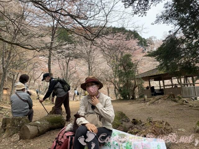 奈良県吉野山 西行庵(奥千本)の広場と東屋