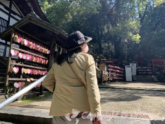 奈良県春日大社 夫婦大国社 境内とハートの絵馬