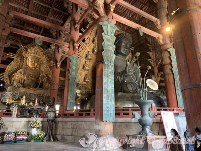 奈良の大仏と向かって左の虚空蔵菩薩
