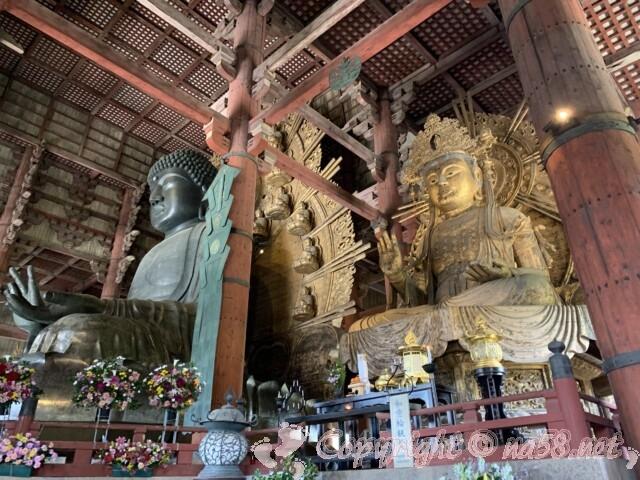 奈良の大仏と向かって右の如意輪観音