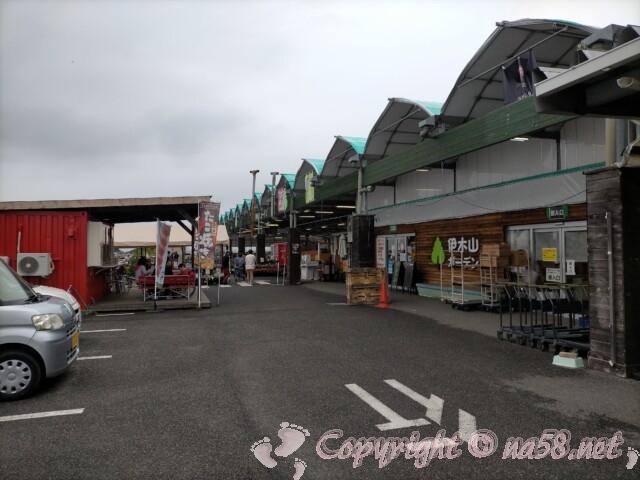 伊木山ガーデン(各務原市)施設前に無料の広い駐車場あり