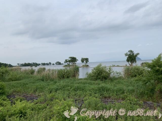 道の駅湖北みずどりステーション(滋賀県長浜市)の前の琵琶湖の風景