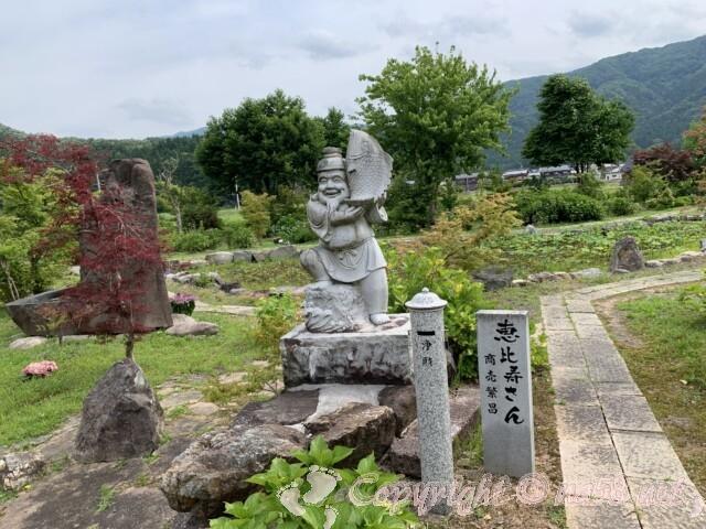 全長寺(ぜんちょうじ)境内 池のまわりのあじさいと恵比寿さん
