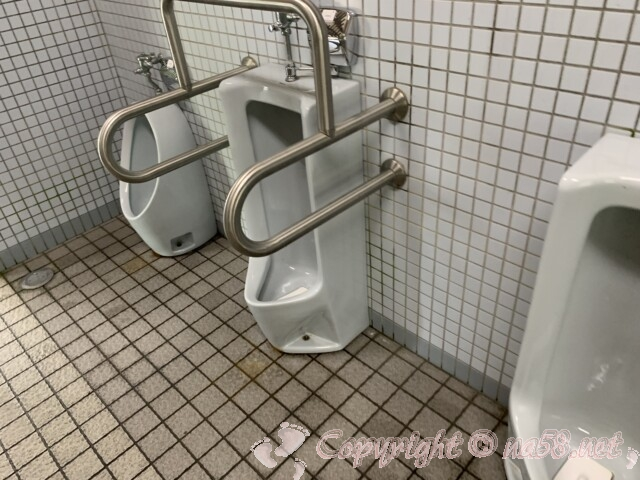 「道の駅 近江母の郷」(滋賀県米原市)の男子トイレ