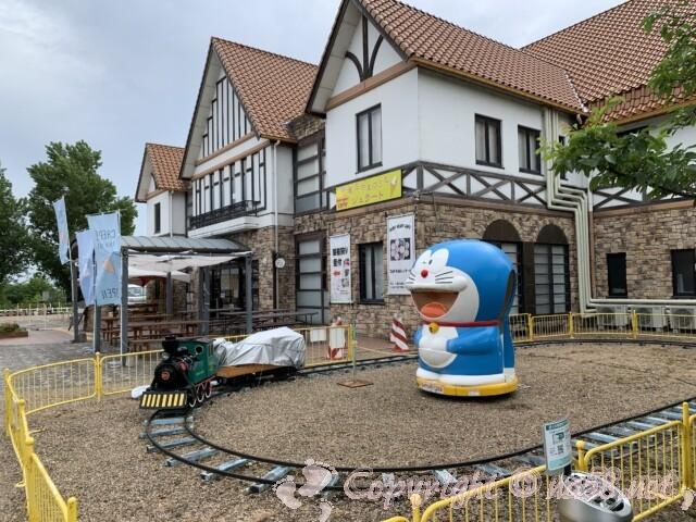 「道の駅 アグリパーク竜王」(滋賀県蒲生郡)施設前と遊具