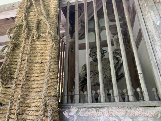金剛輪寺(滋賀県愛知郡)二天門と奉納された大草履