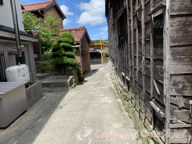 内海海水浴場(愛知県南知多町)駐車場と海岸を結ぶ路地
