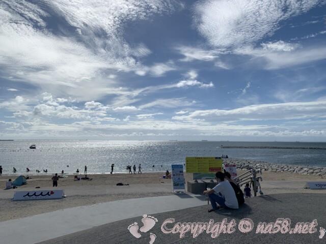 常滑りんくうビーチ(愛知県常滑市)砂浜に向かって