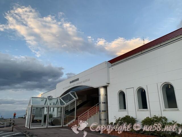 「道の駅 美ヶ原高原」駐車場から施設への入り口
